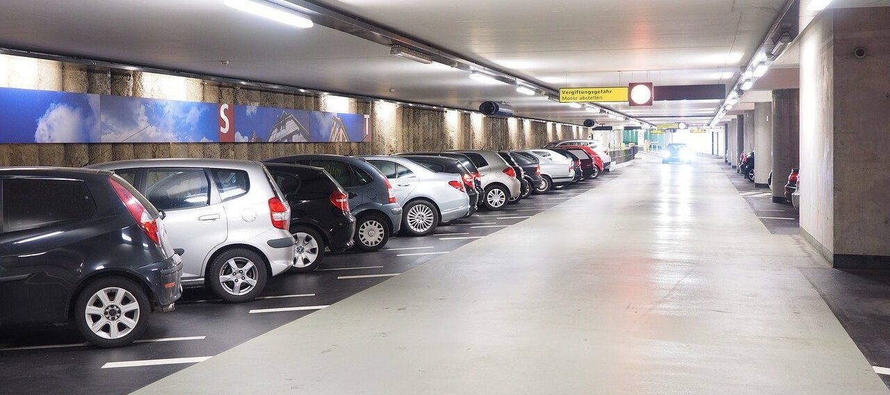 parcheggiare un auto in aeroporto
